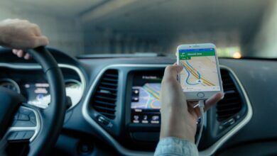"""Photo of Google Maps y Waze en el punto de mira: la DGT plantea """"dificultar o limitar"""" los 'chivatazos' sobre controles y radares"""