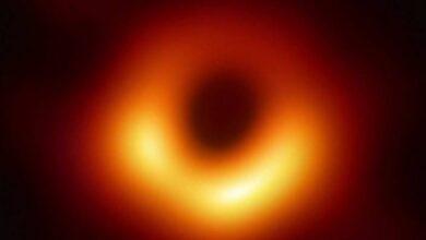 Photo of El brillo alrededor del primer agujero negro fotografiado cambia su intensidad a medida que rota