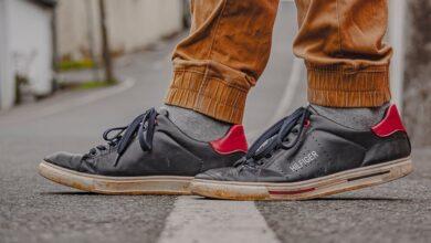 Photo of Chollos en tallas sueltas de  zapatillas  Pepe Jeans, Tommy Hilfiger o Levi's por menos de 40 euros en Amazon