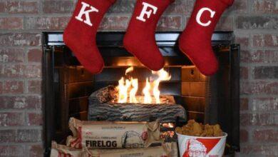 Photo of Por tercer año consecutivo KFC venderá leños con olor a pollo frito en la temporada navideña