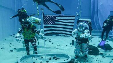 """Photo of La NASA probó los trajes que usarán los astronautas en su viaje a la Luna y llamó a los seguidores a que armen un """"Kit Lunar"""""""