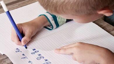Photo of Escribir a mano ayuda a los niños a aprender más y memorizar mejor, según estudio