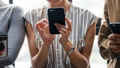Photo of ¿Mucho tiempo en el celular? De acuerdo a estudio, 9 años de nuestra vida los perderemos viendo el smartphone