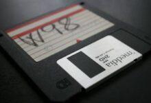 Photo of Usuario de Reddit logra meter una película de más de 4GB en un antiguo disquete y pretende intentar lo mismo con un disco de vinilo