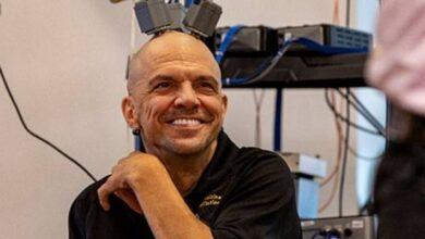Photo of Hombre tetrapléjico es capaz de alimentarse controlando un brazo robótico gracias a electrodos instalados en su cerebro
