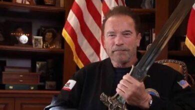 Photo of Con la espada de Conan, Schwarzenegger ataca a Trump: Es el peor Presidente de la historia