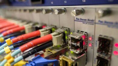 Photo of La transmisión de datos a través de cable de fibra óptica alcanza un nuevo récord: 1 Petabit por segundo ¿qué tan rápido es eso?