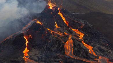 Photo of El espectacular vuelo de un dron sobre un volcán en erupción
