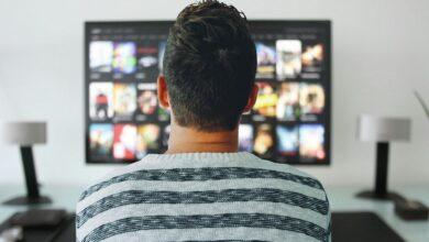 Photo of El 79,4 % de hogares españoles paga por plataformas como Netflix o Prime Video y más de la mitad usa al menos dos servicios