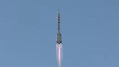Photo of China envía tres taikonautas a su estación espacial