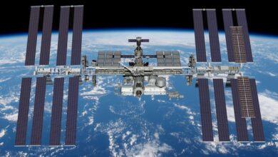 Photo of Instalados los dos primeros paneles solares desenrollables de la Estación Espacial Internacional