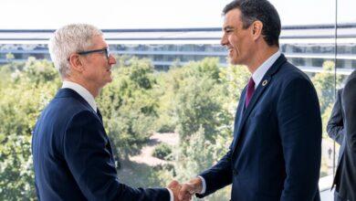 Photo of Una foto inusual: Tim Cook recibe al presidente español Pedro Sánchez en el Apple Park