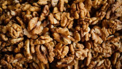 Photo of Estudio: comer media taza de nueces una vez al día reduce el riesgo de cardiopatías y el colesterol